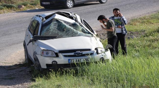Elazığ'da devrilen cipteki 3 kişi yaralandı
