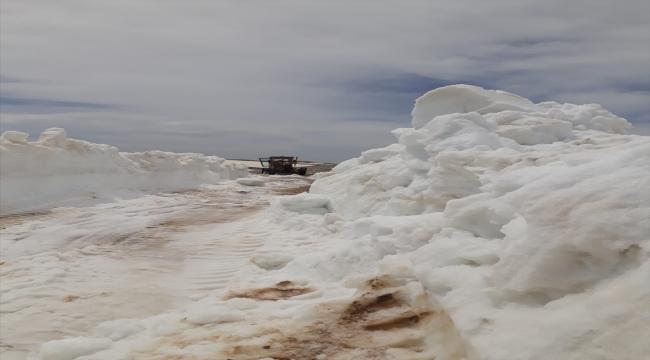 Mersin'de Yörüklerin yayla göçü için kullanacağı yollar kardan arındırıldı