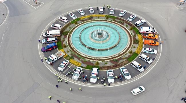 Sivas'ta kentin işlek caddelerindeki yaya geçitlerine trafik polisi maketleri yerleştirildi