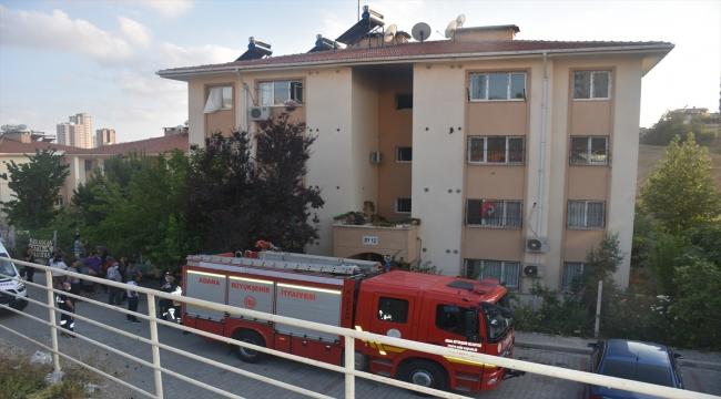 Adana'da bir apartmanda çıkan yangında 3 kişi dumandan etkilendi