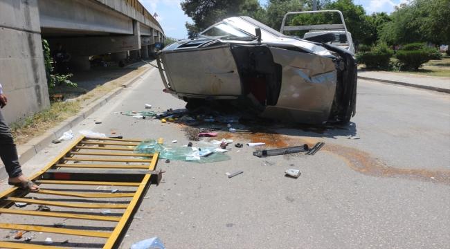 Otomobil üst geçitten alt yola devrildi: 2 yaralı