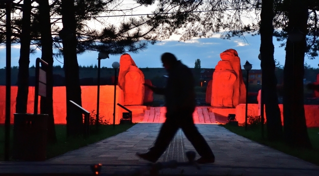 Alacahöyük Antik Kenti, Kızılay'ın kırmızı rengiyle ışıklandırıldı