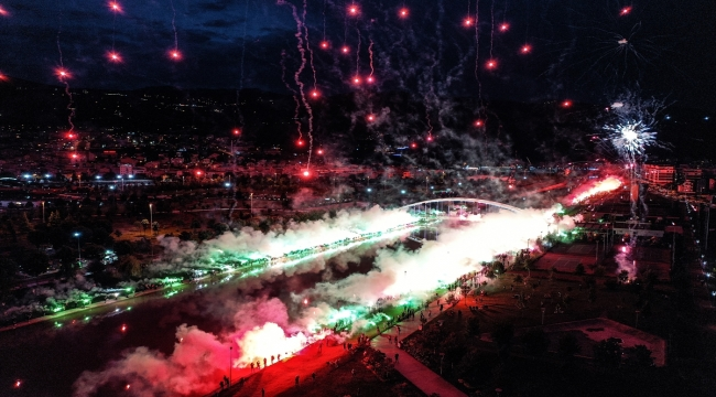 Bursaspor'un 58. kuruluş yıl dönümünü binlerce taraftar meşalelerle kutladı