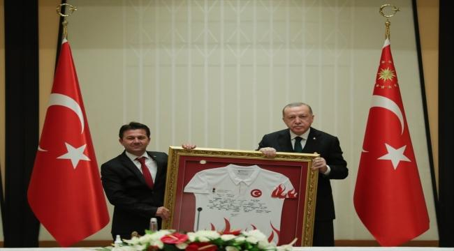 Cumhurbaşkanı Erdoğan, şampiyonalarda madalya alan cimnastikçileri kabulünde konuştu: