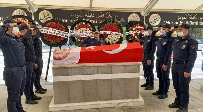 GÜNCELLEME - Ankara'da itfaiye aracının tarlaya devrilmesi sonucu hayatını kaybeden itfaiye erinin cenazesi defnedildi