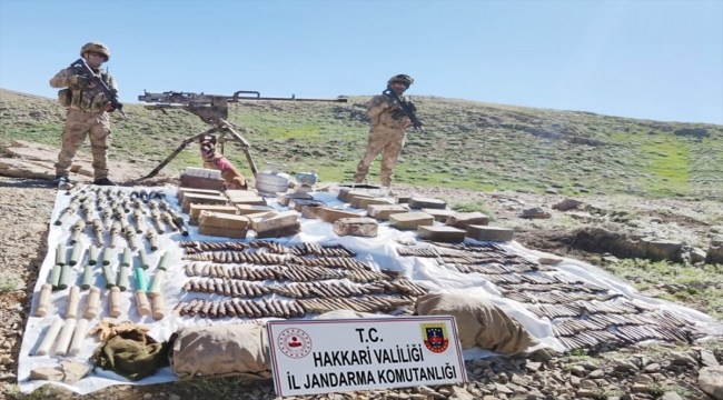 Hakkari'de PKK'lı teröristlere ait silah ve çok sayıda mühimmat ele geçirildi