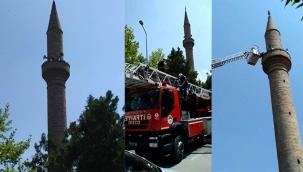 Kayseri'de temizlemek için çıktığı minarede mahsur kaldı