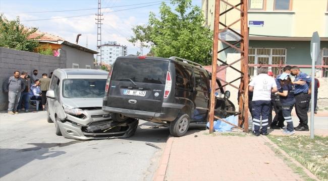 Kayseri'de yeni evli çifti trafik kazası ayırdı