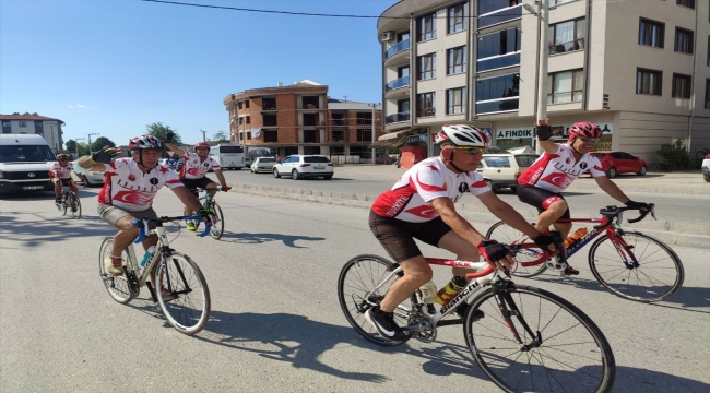 Kıbrıs Gazisi merhum Şükrü Tandoğan'ın anısına düzenlenen bisiklet turu ekibi Düzce'ye ulaştı