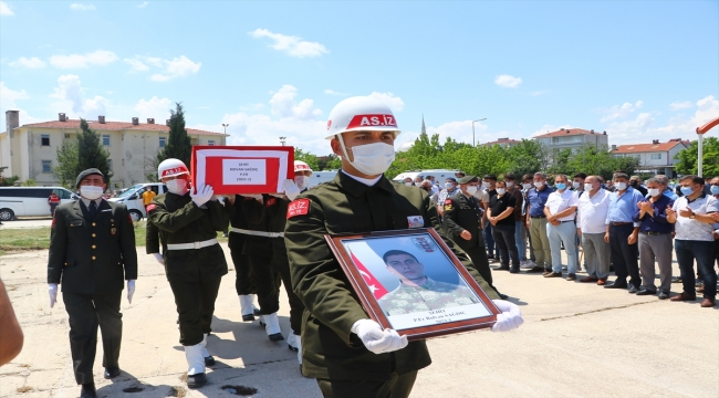 Mardin'de silah kazası sonucu şehit olan asker Tekirdağ'da son yolculuğuna uğurlandı