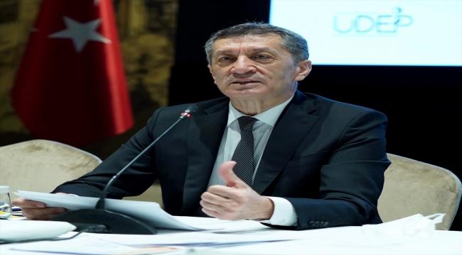 """Milli Eğitim Bakanı Selçuk, """"Telafide Ben De Varım"""" tanıtım programında gazetecilerin sorularını yanıtladı:"""