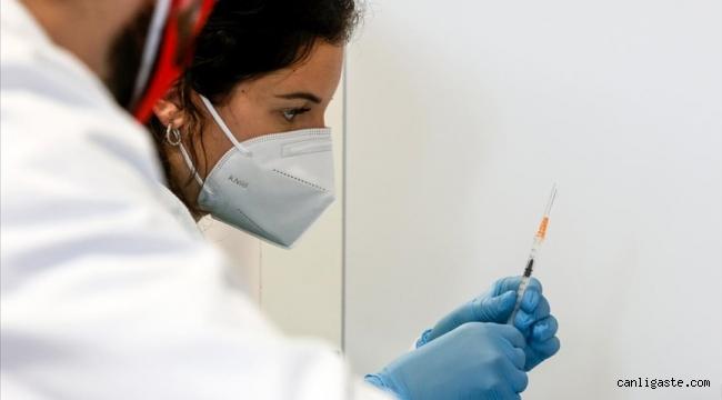 Moderna ve Pfizer-BioNTech aşılarında yeni görülen nadir yan etki