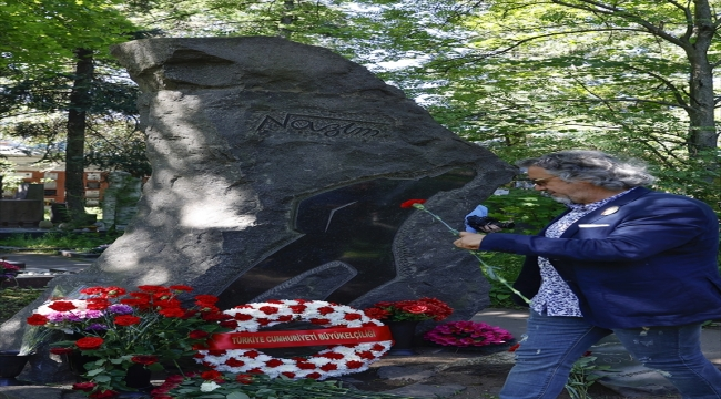 Nazım Hikmet ölümünün 58. yılında Moskova'daki mezarı başında anıldı