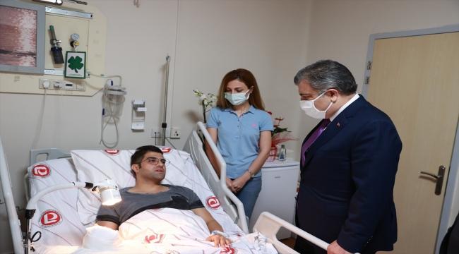 Sağlık Bakanı Koca'dan hastasının bıçaklı saldırısına uğrayan doktor Ertan İskender'e ziyaret