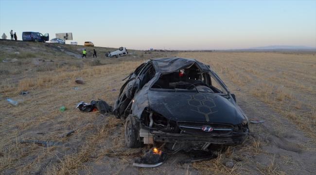 Ticari araç ile otomobil çarpıştı: 2 ölü, 7 yaralı