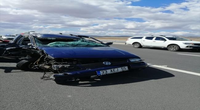 Aksaray'da otomobil tıra çarptı: 6 yaralı