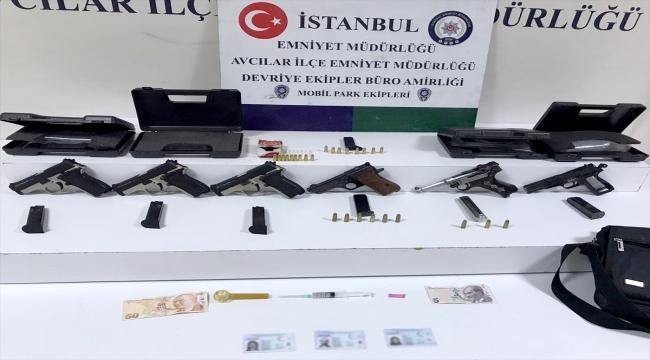 Avcılar'da bir araçta 6 tabanca ele geçirildi