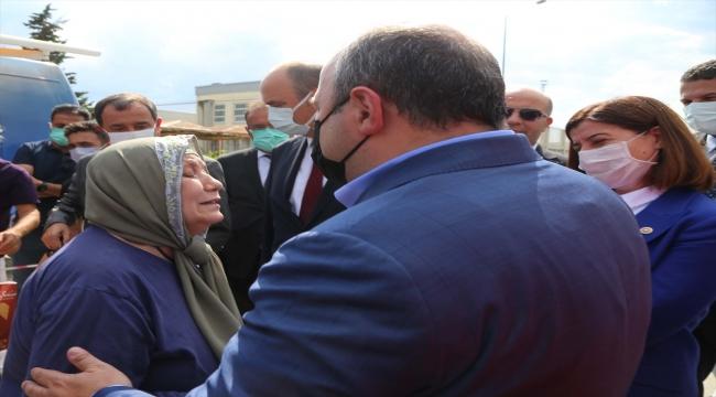 Bakan Varank, Kapıkule Sınır Kapısı'nda ana vatana gelen gurbetçileri karşıladı: