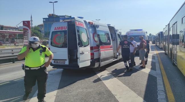 GÜNCELLEME 2 - İstanbul'da iki metrobüs çarpıştı
