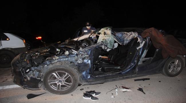 Otomobil kamyonete çarptı: 1 ölü, 2 yaralı