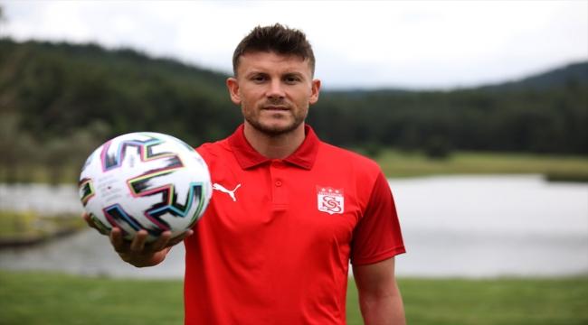"""Sivasspor'un yeni transferi Sefa Yılmaz: """"Bu takımın bir parçası olmak gurur verici"""""""