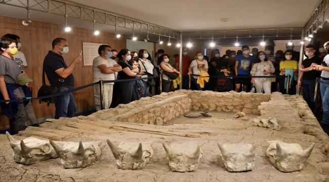 Tarihe meraklı 40 öğrenci Çorum Müzesini gezdi