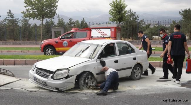 Kayseri'de Kedisini veterinere götürürken kaza yapan kişi yara almadan kurtuldu