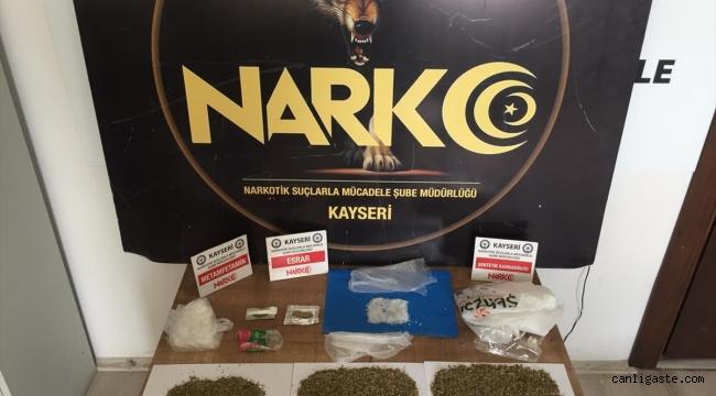 Kayseri'de yolcu kemerine gizlediği uyuşturucuyla yakalandı
