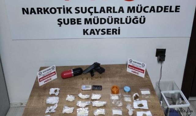 Kayseri Emniyetinden narkotik operasyonu: 2 satıcı, 3 kullanıcı paketlendi