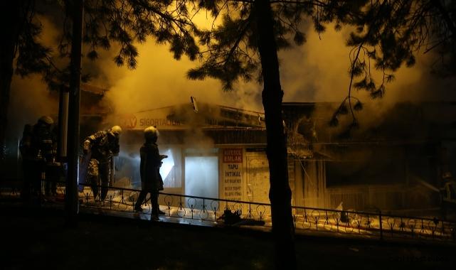Talas'ta yan yana 3 dükkan yandı