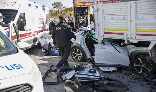 Park halindeki kamyona çarpan doktor hayatını kaybetti