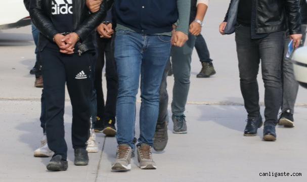 'Muz yeme' videosuyla ilgili 7 kişi için sınır dışı kararı