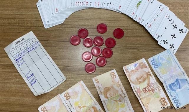 Kayseri'de kumar oynayan 12 kişiye 16 bin 32 lira ceza kesildi