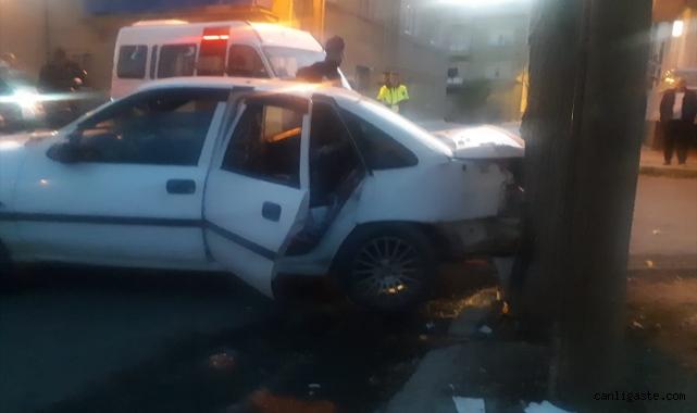 Otomobil ile öğrenci servisi çarpıştı: 4 yaralı