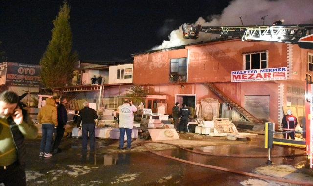 Malatya'da kereste atölyesinde çıkan yangın söndürüldü