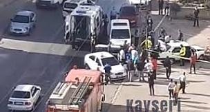 Kayseri Argıncık Kayabaşı'da polisten kaçan araç bina kapısına çarptı